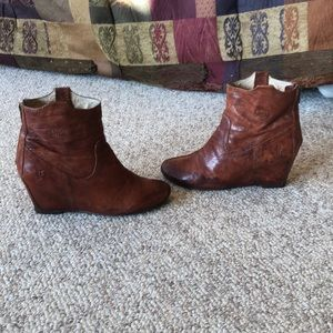 Frye brown Leather Carson wedge heel boots sz 8
